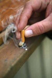 Apagando o cigarro