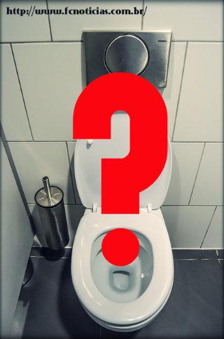 Ficar muito tempo sentado no vaso sanitário faz mal