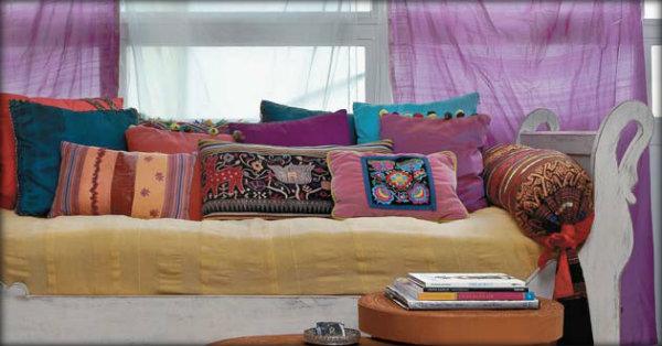 Como decorar uma sala gastando pouco - Decorar cama como sofa ...