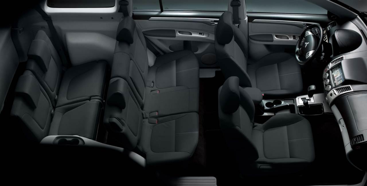 Mitsubishi-Pajero-Dakar-2014-interior-2.jpg