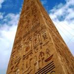 Obelisco egípcio escrituras