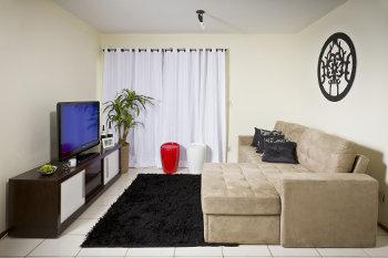 Salas pequenas decoradas dicas e modelos - Decorar cama como sofa ...