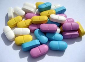 A 102 e 302 sul contém inúmeras opções de farmácias.