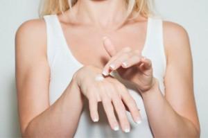Higiene, hidratação e proteção das mãos é essencial para a saúde.