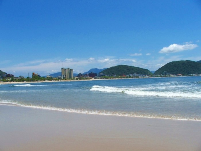 Guaratuba conta com 22 km de praias, consideradas as mais belas do Paraná